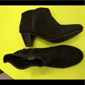 """Black """"oxford"""" ankle booties"""